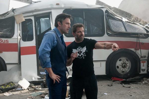 """Ben Affleck y Zack Snider en el rodaje de """"Batman v Superman: Dawn of Justice"""". / Fuente imagen: Warner Bros."""
