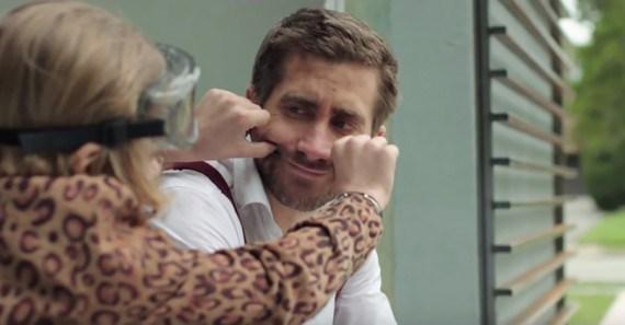 """Judah Lewis y Jake Gyllenhaal en """"Demolition""""."""