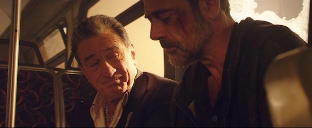 "Robert De Niro y Jeffrey Dean Morgan en ""Heist""(2015)."