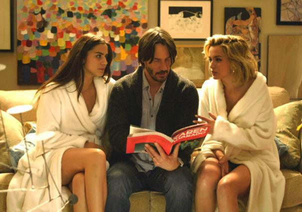 "Lorenza Izzo, Keanu Reeves y Ana de Armas en ""Knock Knock""."