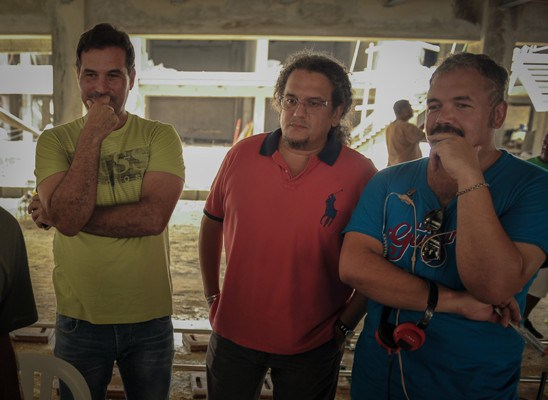 """El escritor Miguel Yarull, el productor ejecutivo Juan Basanta y el director Ernesto Alemany durante el rodaje de """"La Gunguna""""."""