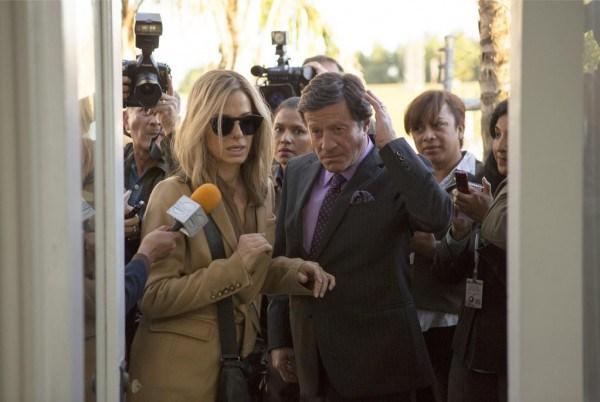 """Sandra Bullock y Joaquim de Almeida en """"Our Brand Is Crisis""""."""