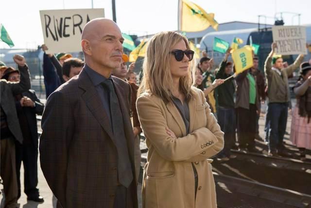 "Billy Bob Thornton y Sandra Bullock en ""Our Brand Is Crisis""."