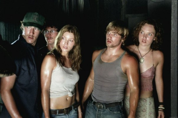 "Jessica Biel y demás protagonistas de ""The Texas Chainsaw Massacre"" (2003)."