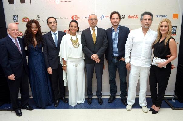 """Responsables del festival junto a los protagonistas de """"Corazón de León"""", película que aperturó el festival."""