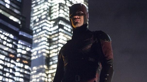 "Charlie Cox en ""Daredevil"" (2016)."