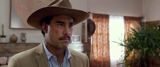 "Eduardo Yáñez es Santiago en ""Ladrones""."