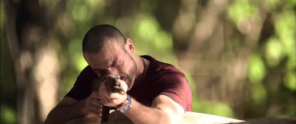 """Rafael Amaya en una escena de """"Oro y Polvo""""."""