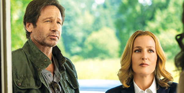 "David Duchovny y Gillian Anderson en la miniserie ""The X-Files""."