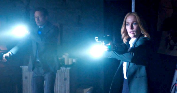 "David Duchovny y Gillian Anderson en una escena de la miniserie ""The X-Files""."
