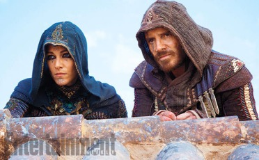 """Ariane Labed y Michael Fassbender en """"Assassin's Creed""""."""