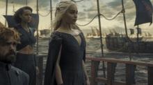 "Tyrion Lannister (Peter Dinklage) y Missandei (Nathalie Emmanuel) y Daenerys Targaryen (Emilia Clarke) en ""Game of Thrones"" (S6). / Imagen via: HBO"
