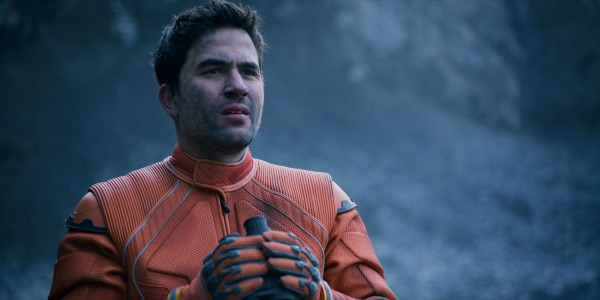 "Ignacio Serricchio es Don West en ""Lost in Space"". / Image via Netflix"